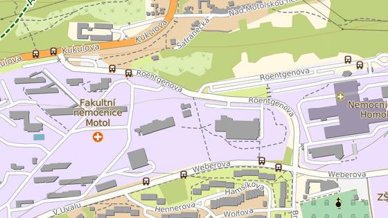 Opravy na Roentgenově ulici budou rozděleny do dvou etap. Během první etapy (červeně) bude parkoviště přístupné směrem z ulice Kukulova. Ve druhé etapě (modře) lze na parkoviště přijet směrem z ulice Weberova.