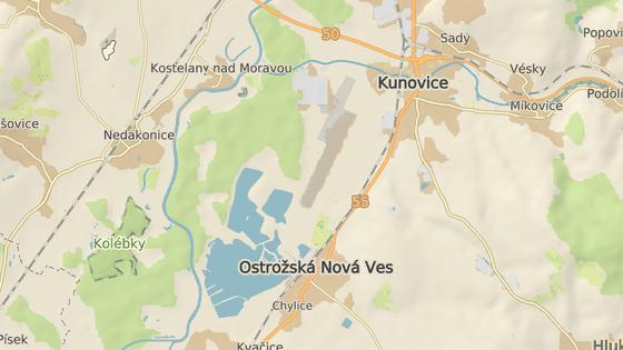Hodně řidičů si nic nedělá ze snížené rychlostí kvůli přechodu u lázní u Ostrožské Nové Vsi.