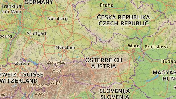 Šestnáctitisícové okresní město Braunau am Inn leží v Horních Rakousech, asi 50 kilometrů severně od Salcburku.