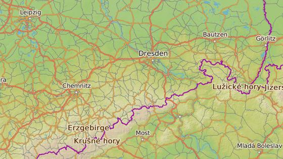 Chemnitz leží asi 50 km od českých hranic