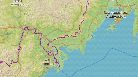 Vladivostok (červeně) se nachází nedaleko hranic se Severní Koreou (modře)