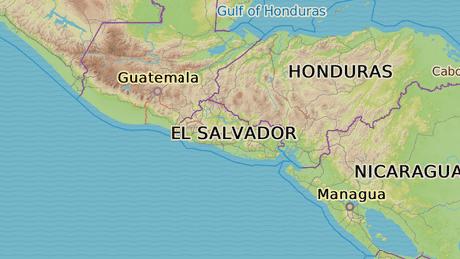Salvador le�� ve St�edn� Americe. Jeho �zem� je velk� p�ibli�n� jako Morava. S 5,7 miliony obyvatel m� nejvy��� hustotu os�dlen� na americk�m kontinentu. V zemi panuje tropick� podneb�.