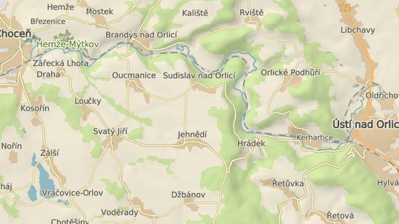 Silnice druhé třídy mezi Chocní a Ústím nad Orlicí, kde si řidiči poničili pneumatiky.