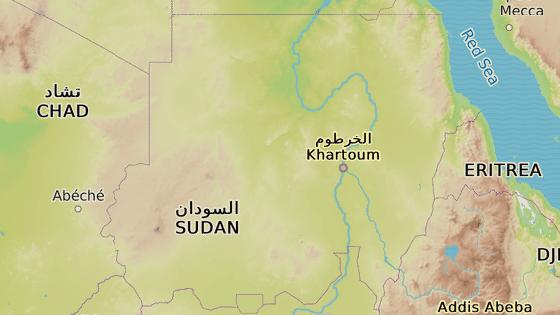 Černožlutá značka ukazuje zamýšlenou polohu jaderné elektrárny Fula. Červeně jsou vyznačena centra tří oblastí boji zmítaného Dárfúru:  Geneina, Nyala a Fašír