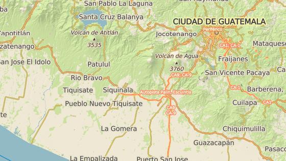 Vulkány Fuego (červeně) a Pacaya (modře), se nachází v Guatemale