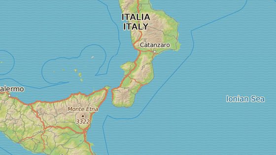 Rodné město Macriho Siderno (červená značka) a Reggio Calabria, hlavní město Ndranghety (modrá značka)