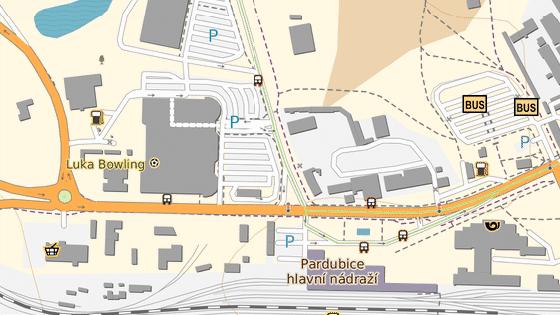 Zdvojení pruhu západním směrem z města začíná na úrovni čerpací stanice (zelený bod), končí v křižovatce do Polabin (červený bod). Auta směřující ven z města by měla ideálně využívat levý pruh.