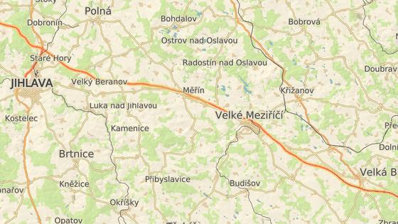 S omezeními musí řidiči od víkendu počítat v úseku mezi Měřínem (červená značka) a Velkým Meziříčím-západ (modrá značka).