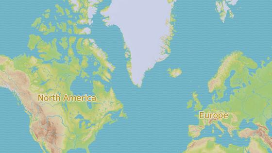 Plavidlo bylo vyzvednuto u pobřeží Kanady (červeně).  Převezeno bude do sedm tisíc kilometrů vzdáleného Norska (modře)