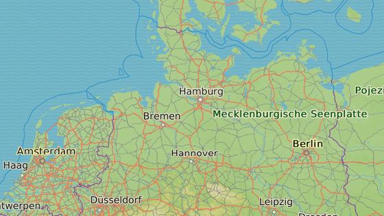 Některé lety byly odkláněny z Hamburku (červeně) na letiště v Hannoveru (modře)